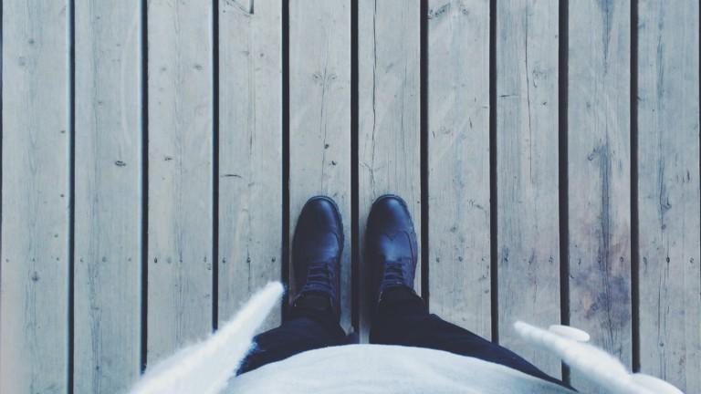 Jalat laiturilla