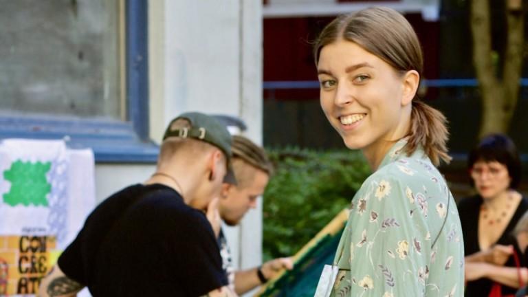 kalliola etusivu hymyilevä nainen