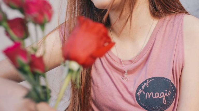 Ruusuja ja tyttö