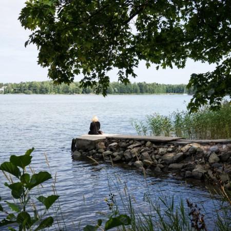 Sauna sijaitsee aivan meren äärellä